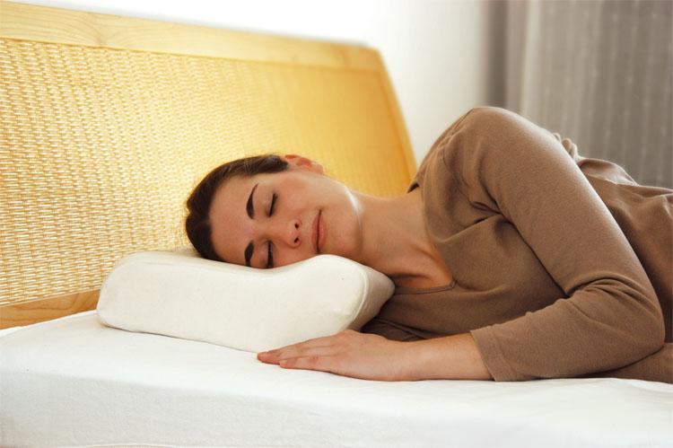Ортопедическая подушка средняя, стандартная.